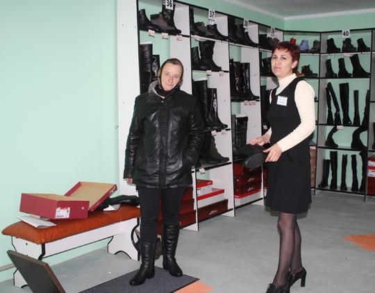 Таццяна Астапенка дае парады пакупніцы з Навасёлак