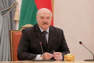 Лукашенко: председательство в ЦЕИ - дополнительная возможность для Беларуси улучшить взаимопонимание с ЕС  Председательство в Центрально-Европейской инициативе (ЦЕИ) - дополнительная возможность для Беларуси улучшить взаимопонимание с Евросоюзом через прикладное сотрудничество. Об этом Президент Беларуси Александр Лукашенко заявил 22 июня на встрече с министрами иностранных дел и главами национальных делегаций стран - членов ЦЕИ. На снимке: 1-3. во время встречи. 4-9. Александр Лукашенко. Фото Николая Петрова, БЕЛТА.  10, 11. Александр Лукашенко. Фото Юрия Орешкина, БЕЛТА.