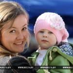 Размеры пособий семьям с детьми увеличиваются в Беларуси с 1 августа