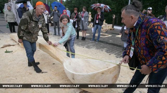 Новый рекорд «Славянского базара»— гигантская ложка презентована в Витебске