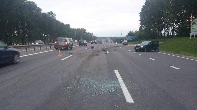 Женщина вышла из машины и погибла под колесами другого автомобиля на трассе Р1