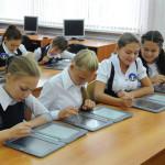 Пятибаллка, новые учебники, нагрузка в школе: три поколения учителей о развитии белорусской системы образования