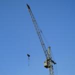 В Пинске крюковой подвеской башенного крана травмирован школьник