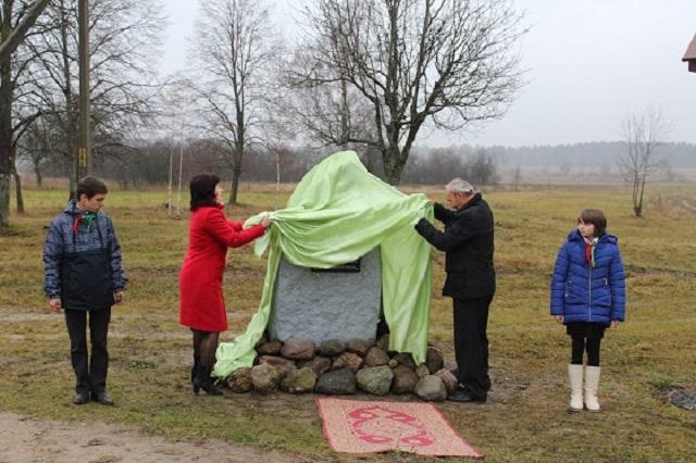 У Старыне адкрылi памятны знак у гонар дыслакацыi Палескага партызанскага злучэння