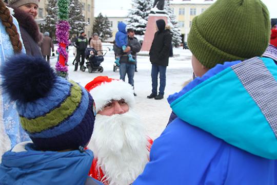 У Петрыкаве адбылося шэсце Дзядоў Марозаў і Снягурак