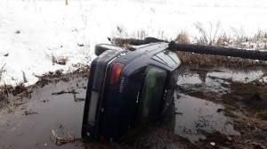 Автомобиль с бабушкой и внучкой упал в мелиоративный канал в Жабинковском районе