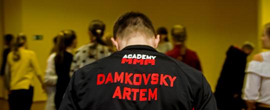 У петрыкаўскай гімназіі правёў майстэр-клас  чэмпіён рэспублікі па рукапашным баі Арцём Дамкоўскі