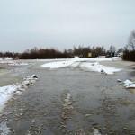 В Петриковском районе подтоплены два участка автодорог к паромным переправам через Припять