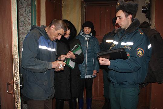 Журналіст газеты пабывала з аглядавай камісіяй у дамах  жыхароў Конкавічаў
