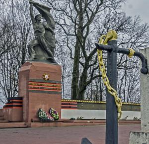 Напамін пра вайну  і яе герояў у Петрыкаве