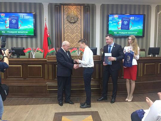 У Петрыкаве прайшла маладзёжная акцыя «Мы— грамадзяне Рэспублікі Беларусь» (абноўлена)