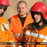 В Бресте спасатели сняли пенсионера с крыши трехэтажки
