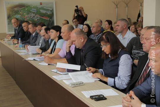 В этот день на Светлогорский ЦКК приехали специалисты из Минска и Гомеля. Но почему-то самые активные борцы за чистый воздух в Якимовой Слободе ушли от общения